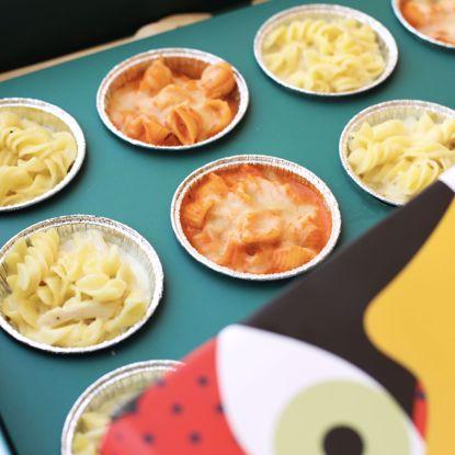 صورة مكس ميني باستا البينك بالجبنه و باستا البيضاء بالدجاج ١٢ حبه